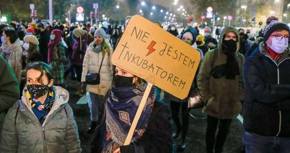 """Polki i inne obywatelki krajów Unii Europejskiej mogą legalnie przerwać ciążę w Czechach - ogłosiło tamtejsze Ministerstwo Zdrowia. Jest to reakcja na doniesienia tygodnika """"Respekt"""", który napisał, że w zeszłym roku minister zdrowia stwierdził, że lekarze dokonujący takich aborcji mogą trafić do więzienia."""