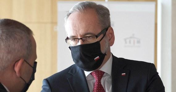 """W Polsce mamy już trzecią falę koronawirusa, to nie jest zjawisko, które nas czeka w przyszłości - powiedział w piątek minister zdrowia Adam Niedzielski. Pytanie jest nie """"czy"""", tylko """"jakiej skali"""" ta fala będzie - wyjaśnił."""