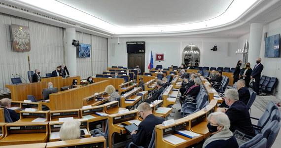 Senatorowie odrzucili ustawę o służbie zagranicznej, która zakłada stworzenie nowej funkcji Szefa Służby Zagranicznej i zmianę naboru kadr do służby zagranicznej. Ustawa wróci teraz do Sejmu.