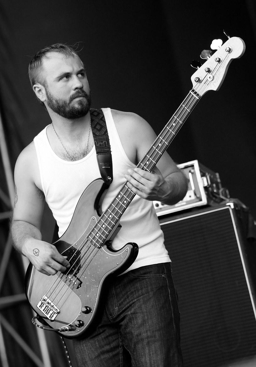 Założyciel rockowej kapeli Akron/Famil – Miles Seaton – zmarł w wieku 41 lat.