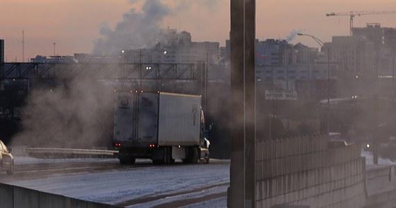 Siarczyste mrozy i niespotykane opady śniegu w Teksasie wywindowały tam na niebotyczny poziom ceny energii elektrycznej. W niektórych przypadkach wzrosły one więcej niż 70-krotnie. Potępił to republikański gubernator stanu Greg Abbott.