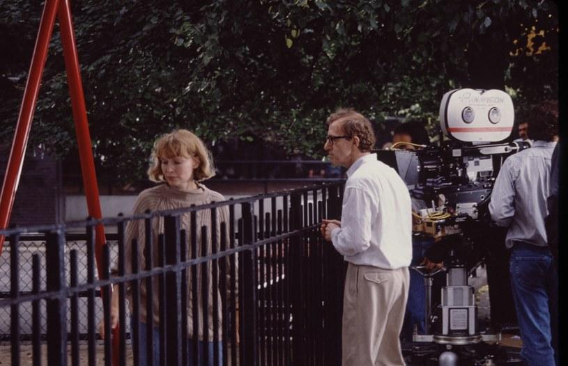 """Na HBO zadebiutował właśnie pierwszy odcinek serialu dokumentalnego opowiadającego o zarzutach o molestowanie, wysuniętych pod adresem Woody'ego Allena. Oskarżyła go o to przed laty jego adoptowana córka, Dylan Farrow. Twórcy produkcji ujawnili, że to właśnie ona namówiła matkę do opowiedzenia ich traumatycznej historii przed kamerami. """"Moja córka przyszła do mnie i powiedziała: 'To jest dla mnie niesamowicie ważne, chcę, żebyś to dla mnie zrobiła'"""" – wyznała Mia Farrow."""