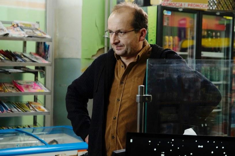 """6 marca w Polsacie pojawi się nowy serial """"Piękni i bezrobotni"""", którego pomysłodawcą i współautorem scenariusza jest Robert Górski. Jeden z najpopularniejszych polskich aktorów i kabareciarzy wykonuje też piosenkę z czołówki."""
