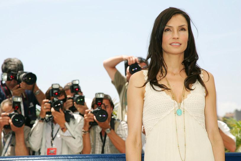 """Świat usłyszał o niej w 1995 roku, gdy u boku Pierce'a Brosnana wystąpiła w filmie """"GoldenEye"""". Od tego czasu Famke Janssen ugruntowała swoją pozycję w Hollywood m.in. występami w filmowych seriach """"X-Men"""" i """"Uprowadzona"""". W środę będziemy mogli zobaczyć piękną Holenderkę, której znakiem rozpoznawczym są duże stopy, w filmie """"Ja, szpieg"""", ponieważ przypomni go Polsat Film."""