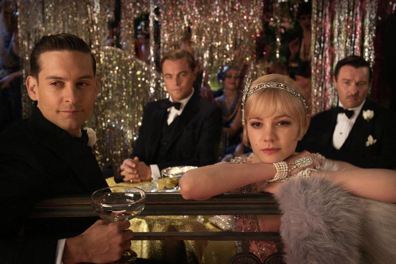 """Klasyczna powieść autorstwa F. Scotta Fitzgeralda zatytułowana """"Wielki Gatsby"""" doczeka się kolejnej ekranizacji. Tym razem trafi na ekrany w postaci filmu animowanego. Autorem scenariusza będzie Brian Selznick (""""Hugo i jego wynalazek"""", """"Wonderstruck""""), a reżyserią zajmie się autor książek dla dzieci William Joyce."""