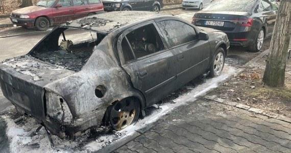 W nocy z poniedziałku na wtorek doszło do podpalenia samochodu pracownika polskiej ambasady w Berlinie. Sprawcy nie są znani.