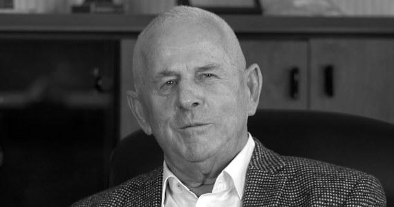 """W wypadku śmigłowca Studzienicach pod Pszczyną zginął Karol Kania, 80-letni założyciel firmy """"Karol Kania i Synowie"""". To jedno z największych przedsiębiorstw produkujących podłoża do uprawy pieczarek. Informację o śmierci opublikowano na stronie internetowej firmy. """"Nikomu nie zazdrościł, zawsze pomógł. Będziemy tu po nim płakać"""" - powiedział w rozmowie z mediami Marek Wojtala, sołtys wsi Jankowice."""