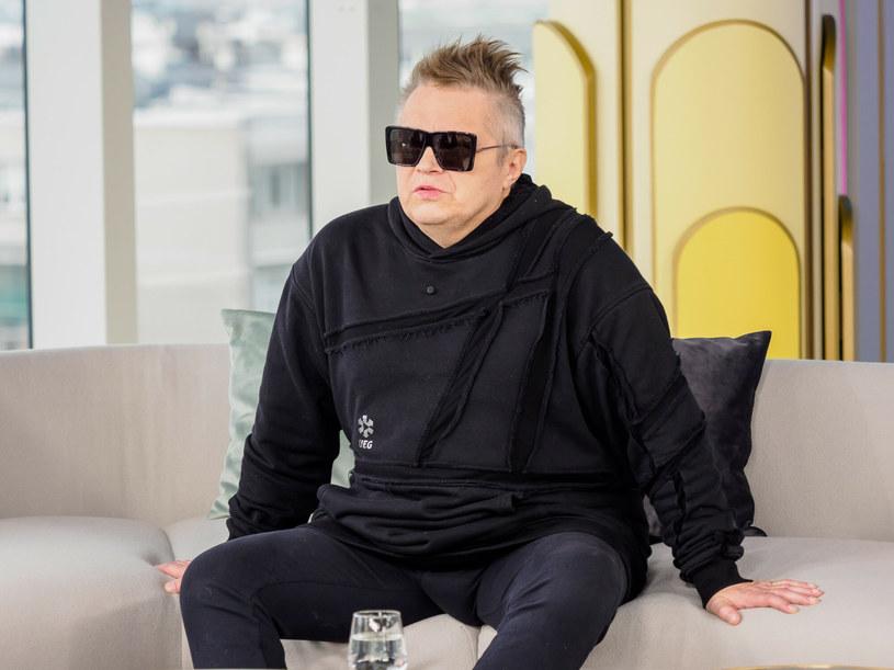 W 2019 roku Muniek Staszczyk, znany przede wszystkim z zespołu T.Love, przeszedł wylew. Po tym musiał poddać się długiej rehabilitacji. Jak czuje się teraz?