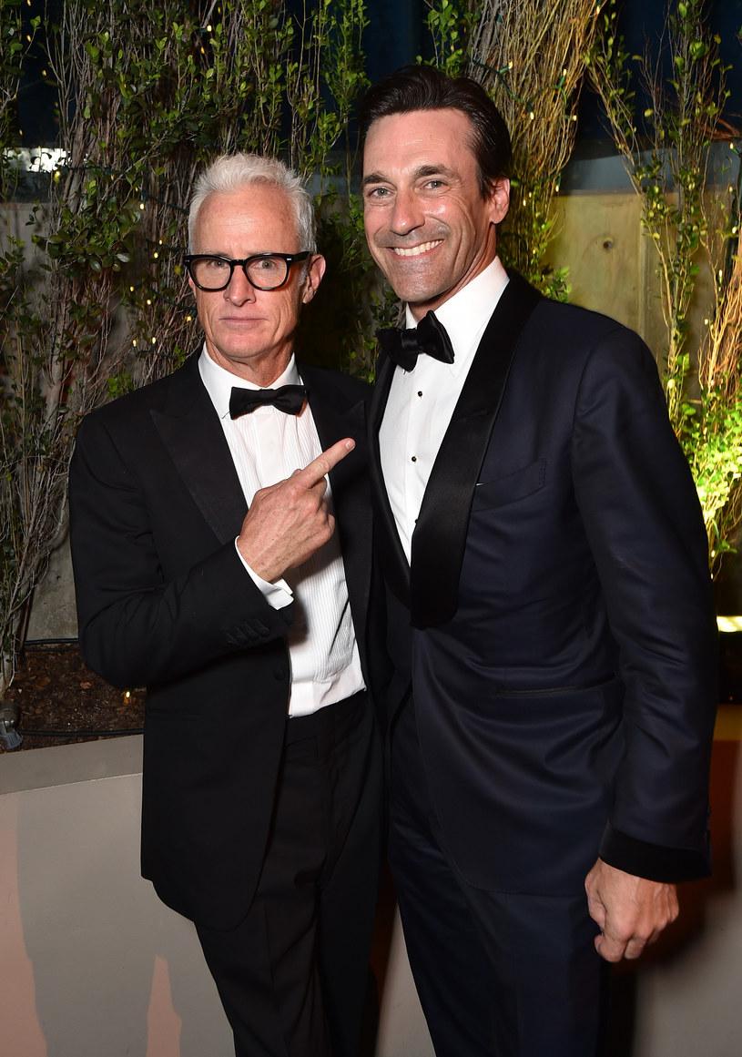 """Jon Hamm i John Slattery, którzy stworzyli niezapomniany duet w serialu """"Mad Men"""" znów będą pracować przy jednym projekcie. Slattery zatrudnił Hamma do czarnej komedii """"Maggie Moore(s)"""", którą reżyseruje."""