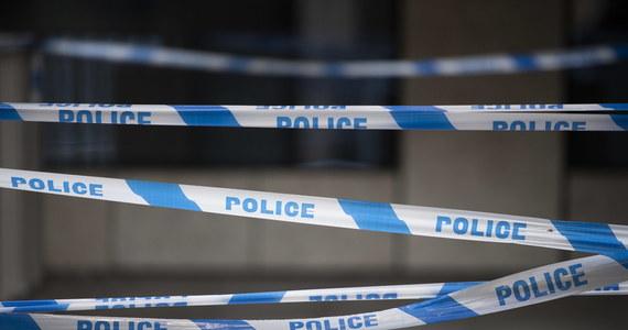 """Mieszkająca pod Cambridge we wschodniej Anglii pięćdziesięciokilkuletnia Polka, matka pięciorga dzieci, została zamordowana w swoim domu, który znajduje się tuż obok komisariatu policji - podał dziennik """"The Sun"""". Policja aresztowała 40-letniego mężczyznę. Jego dane wskazują na to, że też jest Polakiem."""