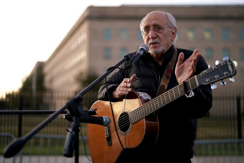 Peter Yarrow – wokalista, autor piosenek i członek tria Peter, Paul And Mary – został oskarżony o gwałt na nieletniej, do którego miało dojść ponad 50 lat temu.