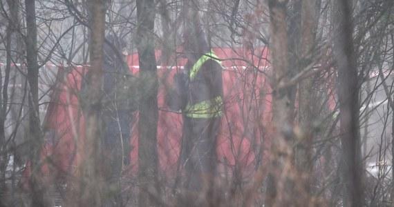 Wielonarządowe obrażenia były przyczyną śmierci obu mężczyzn, którzy zginęli we wtorkowej katastrofie helikoptera w pszczyńskich lasach - wykazały sekcje zwłok. Jedną z ofiar był przedsiębiorca i milioner Karol Kania, drugą - pilot śmigłowca.
