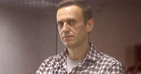 Rosyjski opozycjonista Aleksiej Nawalny został konwojowany z aresztu śledczego w Moskwie - poinformował jego prawnik Wadim Kobziew. Już od kilku dni spodziewano się, że Nawalny zostanie przewieziony do kolonii karnej, gdzie ma odbyć wyrok.