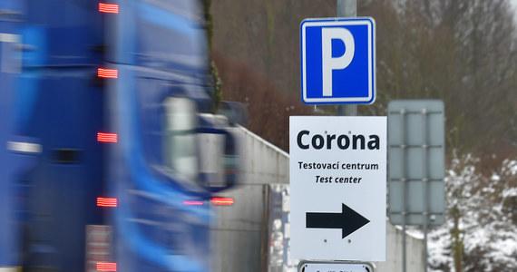 Nowe obostrzenie dla przyjeżdżających z Czech i Słowacji: Wiemy, jakie testy dopuści rząd - RMF 24