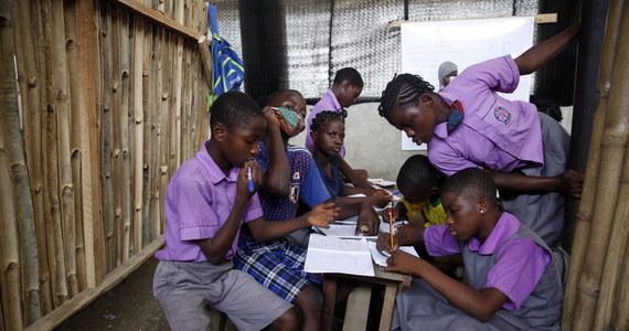 Setki uczennic zostały porwane w Nigerii, w północnym stanie Zamfara – podaje BBC. To kolejny taki przypadek w ostatnich dniach. 17 lutego grupa uzbrojonych mężczyzn porwała co najmniej 27 uczniów szkoły średniej w stanie Niger.