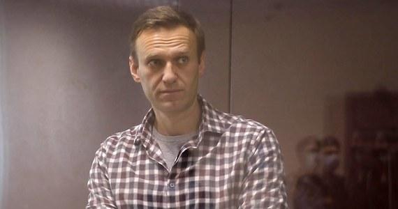 """Rosyjski opozycjonista Aleksiej Nawalny został wysłany do kolonii karnej - podała agencja RIA Nowosti, powołując się na szefa Federalnej Służby Więziennej Aleksandra Kałasznikowa. Oświadczył on, że Nawalny """"jest tam, gdzie powinien się znajdować""""."""