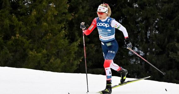 Norweżka Therese Johaug zdobyła złoty medal w biegu łączonym 2x7,5 km techniką klasyczną i dowolną na mistrzostwach świata w niemieckim Oberstdorfie. Najlepsza spośród biało-czerwonych Izabela Marcisz zajęła 40. miejsce.