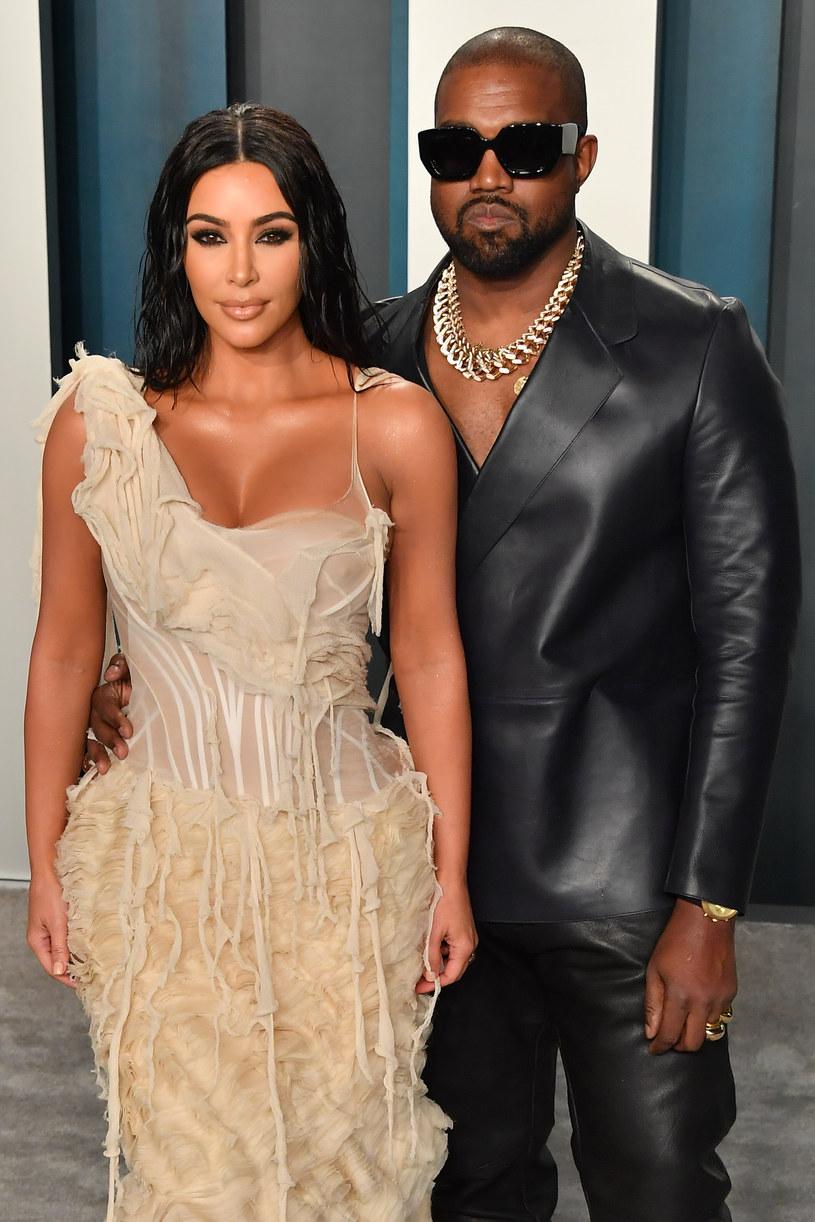 12 milionów dolarów, jakie Kanye West wydał w ubiegłym roku na swoją kampanię prezydencką, to może być skromna kwota w porównaniu z tym, co straci w tym roku wskutek rozwodu z Kim Kardashian. Jego żonę w sądzie reprezentować będzie bowiem Laura Wasser, najsłynniejsza w Hollywood specjalistka od rozwodów.