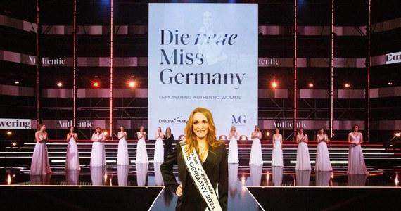 """""""Wzmocnienie prawdziwych kobiet"""" - pod takim hasłem przebiegał tegoroczny konkurs Miss Germany. Za najpiękniejszą Niemkę uznano 33-letnią Anję Kallenbach - wcześniejszą Miss Turyngii. Nowa miss ma partnera, dwójkę dzieci i prowadzi własny biznes."""