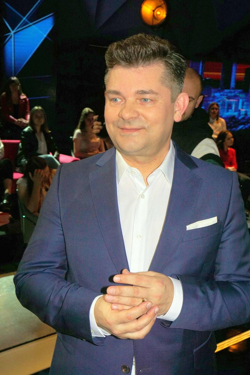 Temat emerytur gwiazd wraca do mediów co jakiś czas. Zapytany o nią Zenon Martyniuk przyznał, że nie obawia się o jej wysokość, gdyż co miesiąc odprowadza odpowiednio dużą składkę.