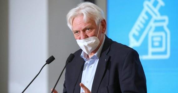 Stoimy przed faktem znacznego wzrostu zachorowań - powiedział prof. Andrzej Horban, główny doradca premiera ds. Covid-19. Jak dodał, optymistyczny scenariusz przebiegu trzeciej fali zakłada około 20 tys. zakażeń, a pesymistyczny o połowę więcej.