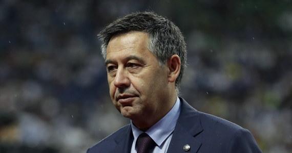 Trzęsienie ziemi w piłkarskiej Barcelonie. Katalońska policja, prowadząca dochodzenie ws. afery zwanej BarcaGate, przeszukała dzisiaj biura klubu i przeprowadziła serię zatrzymań. Według hiszpańskich mediów, aresztowani zostali m.in. słynny były prezes Barcelony Josep Maria Bartomeu, obecny dyrektor generalny klubu Oscar Grau i Roman Ponti, szef działu prawnego FCB.