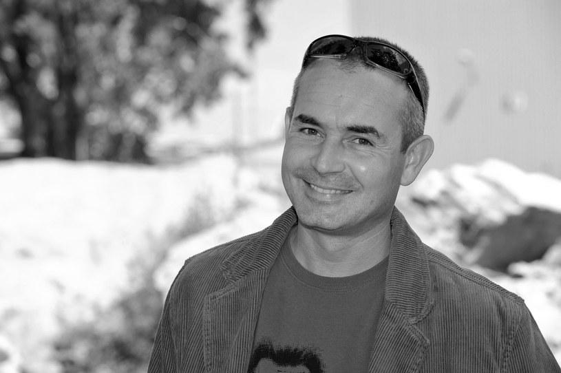 """Nie żyje Andrzej Rozmus - poinformował na Facebooku Teatr Zagłębie, z którym związany był 53-letni aktor. Rozmusa kojarzy także telewizyjna widownia, aktor pojawił się na ekranie m.in. w """"Pierwszej miłości"""" czy """"Stuleciu Winnych""""."""