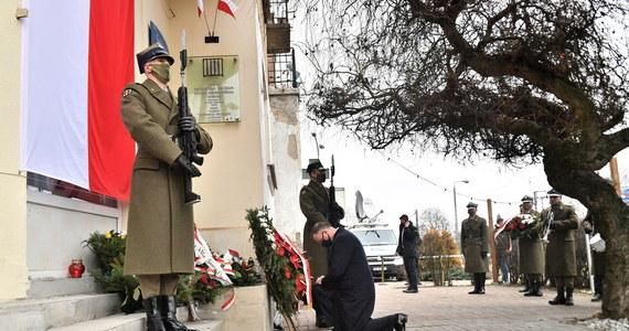 Polska, przede wszystkim dla przyszłych pokoleń, musi pokazywać, że pamięta o Żołnierzach Wyklętych, by te pokolenia wiedziały, jaka postawa jest postawą prawdziwego patriotyzmu, postawą wzorcową - mówił w Narodowym Dniu Pamięci o Żołnierzach Wyklętych prezydent Andrzej Duda.