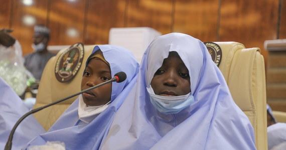 Grupa przestępcza ze stanu Zamfara w północno-zachodniej Nigerii wypuściła po kilku dniach porwane uczennice szkoły średniej z miasta Jangebe. Według władz stanu, w rękach przestępców było 279 dziewcząt.