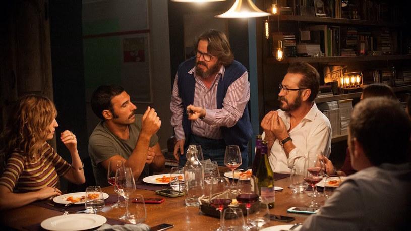 """Komediodramat """"Dobrze się kłamie w miłym towarzystwie"""" to jeden z największych włoskich hitów ostatnich lat. Szacuje się, że oryginalny film i jego kilka międzynarodowych remake'ów zarobiły w kinach na całym świecie 270 milionów dolarów. Teraz twórcy tego filmu zajmują się tworzeniem komedii romantycznej zatytułowanej """"Per Tutta La Vita"""" (""""Na całe życie"""")."""