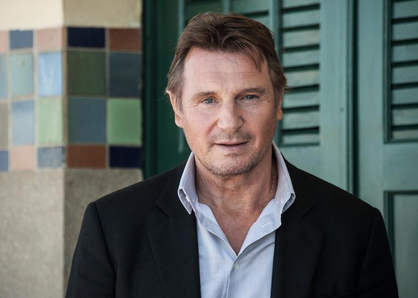 Liam Neeson w najnowszym wywiadzie zdradził, że w latach 90. XX wieku był typowany do roli Agenta 007. Aktor odrzucił jednak propozycję wcielenia się w legendarnego brytyjskiego szpiega. Podjęcie tej decyzji wymusiła na nim jego ówczesna narzeczona, Natasha Richardson.