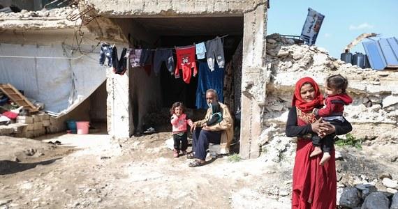 Dziesiątki tysięcy cywilów wciąż uznaje się za zaginionych po tym, jak zostali zatrzymani w ciągu 10 lat wojny domowej w Syrii - twierdzą oenzetowscy śledczy w najnowszym raporcie. Tysiące kolejnych cywilów było torturowanych lub zostało zabitych w aresztach.