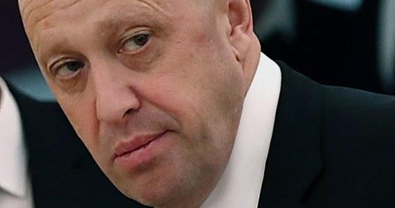 """Petersburski biznesmen, znany powszechnie jako """"kucharz Putina"""" Jewgienij Prigożyn, zaoferował pół miliona dolarów za schwytanie byłego szefa Jukosu Michaiła Chodorkowskiego. Pod koniec lutego FBI zaoferowało za informacje o Prigożynie nagrodę - Rosjanin jest poszukiwany za rzekomy udział przy próbie fałszowania wyborów w USA."""