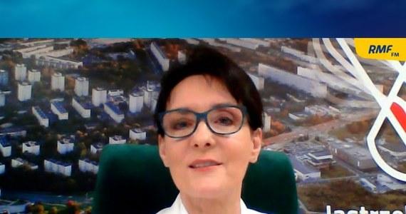 """""""Potrzebujemy programu przekształceniowego, takiego programu transformacji dla naszego regionu, by Śląsk odniósł sukces. Pamiętajmy o tym, że Śląsk to największy region przemysłowy i jak tu się nie uda, transformacja nie przebiegnie w sposób prawidłowy, to pozostałe regiony kraju również nie odniosą sukcesu"""" – mówiła o transformacji energetycznej prezydent Jastrzębia-Zdroju Anna Hetman. Rozmówczyni Marcina Zaborskiego w RMF FM dodała, że liczy na to, że jej miasto otrzyma środki na rozwój szeroko rozumianej branży IT. """"Chcemy przyciągnąć młodych ludzi, którzy zechcą uzyskać certyfikaty i kwalifikacje w robotyce, automatyce i w tych wszystkich branżach tzw. nowych technologii"""" – powiedziała."""