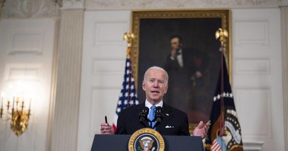 Prezydent Joe Biden powiedział, że Stany Zjednoczone do końca maja będą miały wystarczającą liczbę szczepionek, by zaszczepić wszystkich dorosłych Amerykanów. To o dwa miesiące szybciej od dotychczasowych planów.