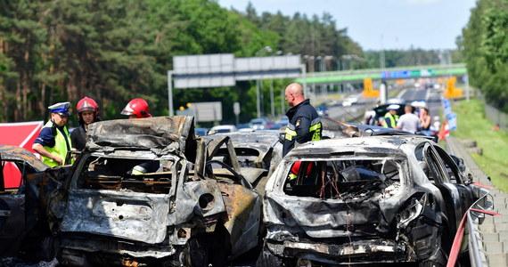 Na 6 lat więzienia skazał szczeciński sąd kierowcę tira, który w czerwcu 2019 roku spowodował tragiczny wypadek na autostradzie A6. Jego ciężarówka staranowała auta stojące w korku, zginęło 6 osób.