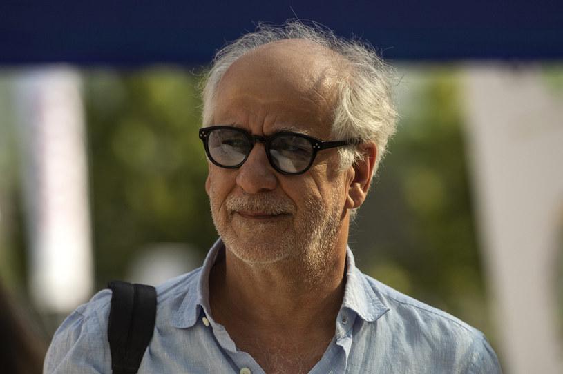 """Włoski aktor Toni Servillo, któremu światową sławę przyniosła rola w oscarowym """"Wielkim pięknie"""", zagra jedną z głównych ról we włoskim filmie """"Il ritorno di Casanova"""" (""""Powrót Casanovy""""). Jak podaje portal """"Variety"""", reżyserem tej produkcji będzie Gabriele Salvatores, twórca nagrodzonej Oscarem dla najlepszego filmu zagranicznego """"Śródziemnomorskiej sielanki"""" z 1991 roku."""