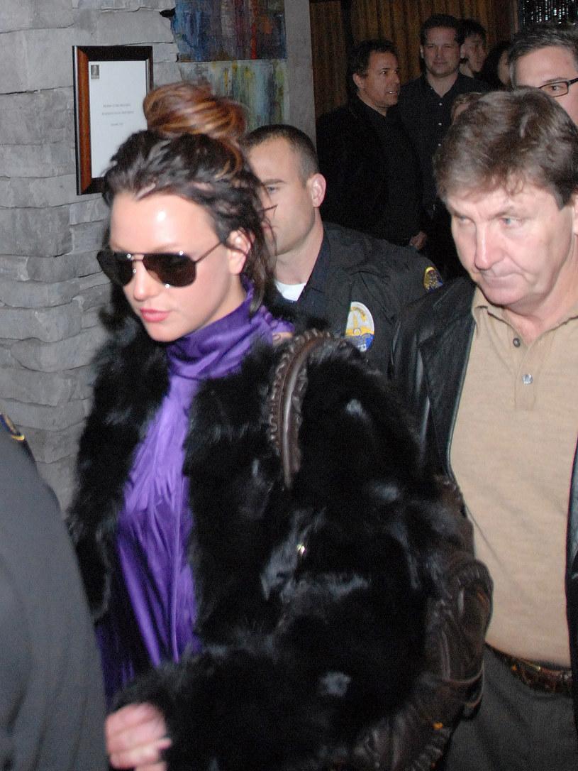"""Jamie Spears, ojciec Britney Spears i antybohater głośnego dokumentu """"Framing Brtiney Spears"""" zabrał głos na temat jego kurateli sądowej nad swoją córką. Mężczyzna twierdzi, że jeśli Britney ma go dość i chce się od niego uwolnić, może złożyć stosowne pismo do sądu."""