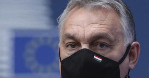 Europosłowie Fideszu rezygnują z członkostwa w grupie Europejskiej Partii Ludowej w Parlamencie Europejskim – taką informację premier Węgier Viktor Orban przekazał w liście do szefa grupy EPL Manfreda Webera. To reakcja na zmianę regulaminu grupy, tak aby umożliwiał on usuwanie z niej partii członkowskich.