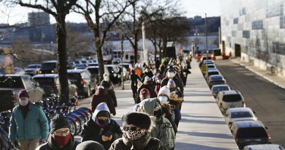"""W Nowym Jorku wzrasta liczba przypadków zakażenia wariantem koronawirusa zwanym nieraz od ubogiej części Manhattanu """"wariantem Washington Heights"""". Lokalni ustawodawcy biją na alarm, apelując o pomoc władz federalnych."""