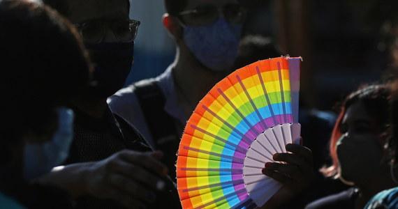 """Parlament Europejski ogłosi całą Unię Europejską """"Strefą Wolności LGBTIQ"""". To odpowiedź na przyjęte w wielu polskich miastach i gminach tzw. strefy wolne od LGBT i karty rodzin. Korespondentka RMF FM w Brukseli Katarzyna Szymańska-Borginon dotarła do projektu rezolucji PE, która głosowana ma być w przyszłym tygodniu."""