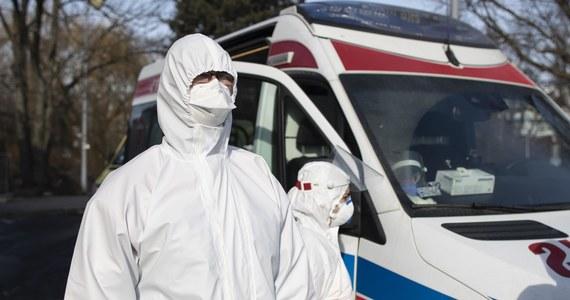 Od początku lutego liczba wyjazdów warszawskich karetek do pacjentów z koronawirusem wzrosła dwukrotnie - ustalił reporter RMF FM. Chodzi przede wszystkim o osoby, których stan gwałtownie się pogarsza.