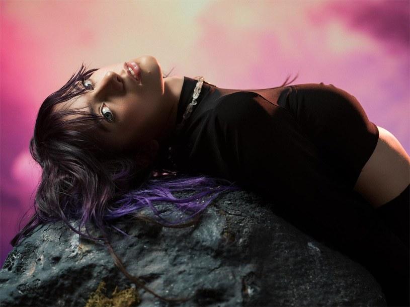 """Posługująca się pseudonimem Roxen rumuńska wokalistka po raz drugi została wybrana reprezentantką swojego kraju na Konkurs Piosenki Eurowizji. 21-latka właśnie wypuściła teledysk """"Amnesia""""."""
