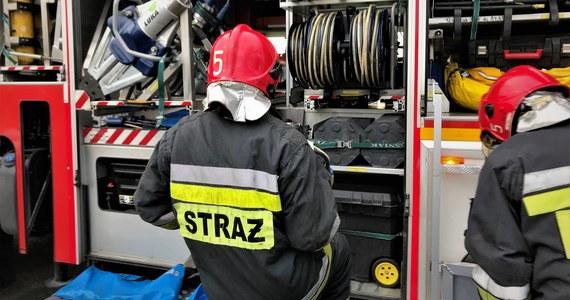 Skandal w komendzie powiatowej Państwowej Straży Pożarnej w Bochni w Małopolsce. Jak ustalili dziennikarze RMF FM, strażacki sprzęt specjalistyczny był wykorzystywany do celów prywatnych poza jakąkolwiek ewidencją. Miano także fałszować dokumenty.
