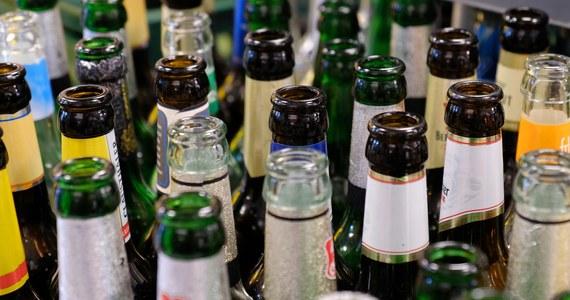 """Ułatwienia w segregacji odpadów, rozwijanie systemu butelkomatów i ograniczenie używania plastiku - to główne założenia pakietu ustaw Polskiego Stronnictwa Ludowego, który został złożony w Sejmie. PSL proponuje pakiet trzech projektów ustaw pod nazwą """"Zdrowa Zielona Polska"""". Ludowcy liczą na ponadpartyjne poparcie dla swojego pomysłu."""