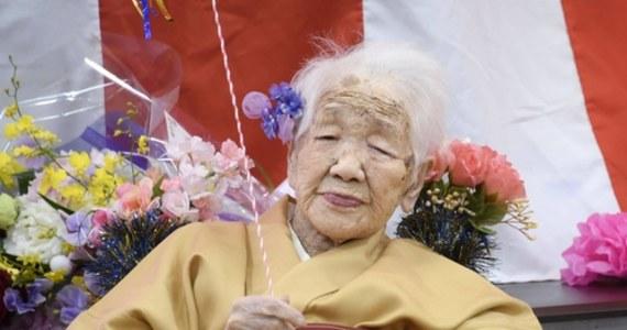 Najstarsza mieszkanka globu, 118-letnia Japonka Kane Tanaka podtrzymuje chęć uczestniczenia w sztafecie z ogniem olimpijskim Tokio 2021. Nie tylko chce pokonać swój dystans na wózku, na którym porusza się na co dzień, ale zrobić także kilka ostatnich kroków.