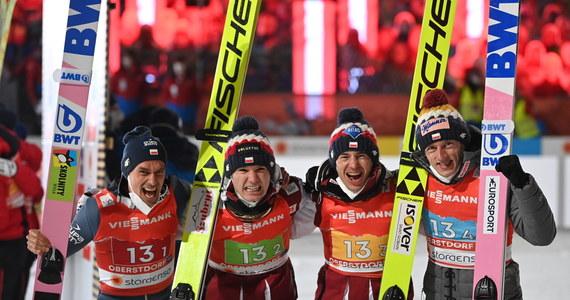 Polska zdobyła brązowy medal w drużynowym konkursie skoków podczas narciarskich mistrzostw świata w Oberstdorfie. Zwyciężyli Niemcy. Srebro natomiast przypadło Austriakom.