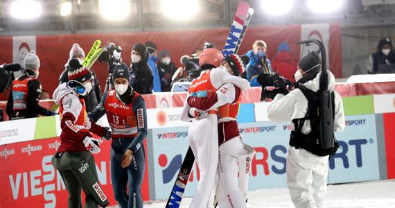 """Mamy powody do dumy! Polscy skoczkowie zajęli trzecie miejsce w drużynowym konkursie skoków podczas narciarskich mistrzostw świata w Oberstdorfie. """"Full gaz, full ogień"""" - powiedział tuż po zakończonych zawodach Piotr Żyła. Wtórował mu Dawid Kubacki. """"Pokazaliśmy, że potrafimy walczyć. Zostawiliśmy serce na skoczni"""" - przyznał skoczek."""