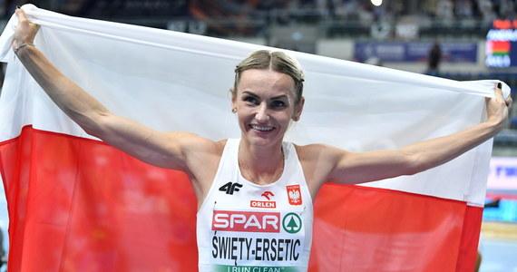 Justyna Święty-Ersetic zdobyła w Toruniu srebrny medal halowych mistrzostw Europy w biegu na 400 m. Jej czas 51,41 jest jedynie o siedem setnych gorszy od rekordu Polski. Wygrała Holenderka Femke Bol - 50,63. Brąz wywalczyła Brytyjka Jodie Williams - 51,73.