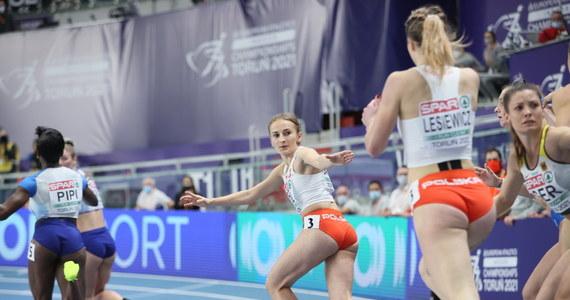 Polska sztafeta 4x400 m w składzie: Natalia Kaczmarek, Małgorzata Hołub-Kowalik, Kornelia Lesiewicz i Aleksandra Gaworska wywalczyły czasem 3.29,94 brązowy medal halowych lekkoatletycznych mistrzostw Europy w Toruniu. Wygrały Holenderki przed Brytyjkami.